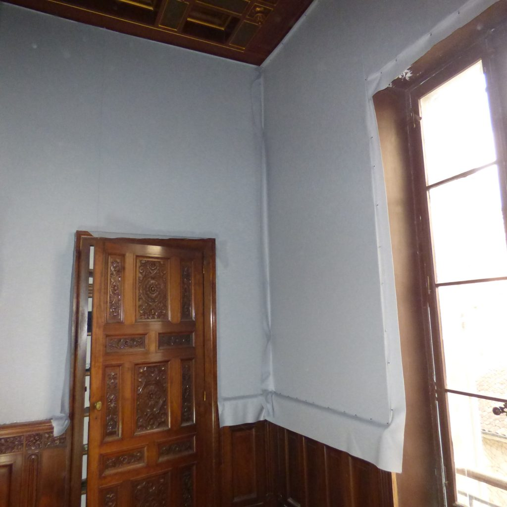 Repise complète des murs avec des tissus tendus